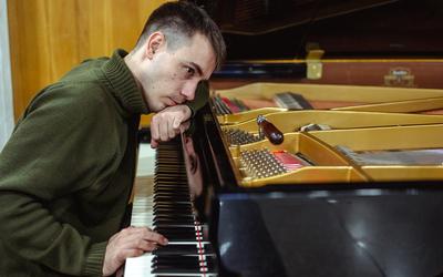 Я работаю настройщиком фортепиано