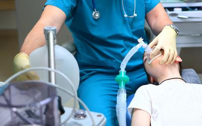 Врач-анестезиолог — ориске при наркозе, озарплатах врачей ипереработках